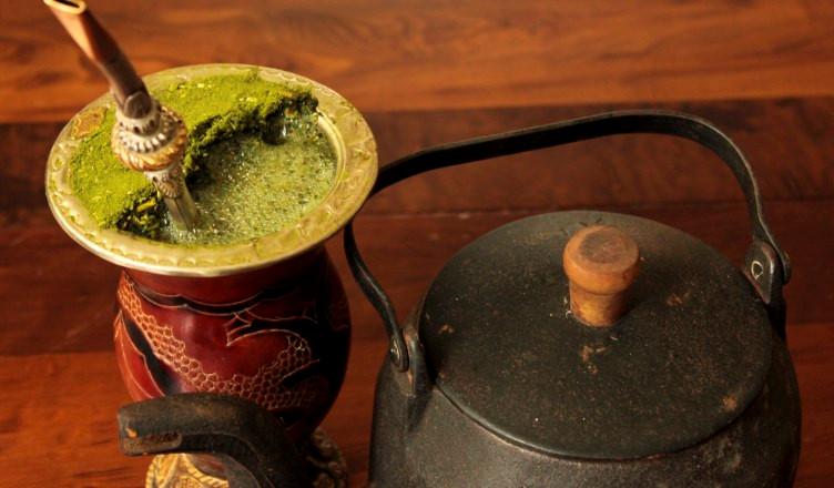"""Corrientes, Argentina: Argentina là quốc tra tiêu thụ trà đứng thứ 3 thế giới, sau Paraguay và Uruguay. Ở quốc gia Nam Mỹ này mọi người thường uống trà thảo dược Yerba Mate, hay còn được gọi đơn giản là """"Mate"""", có nghĩa là người bạn đời. Nếu muốn tìm hiểu kỹ hơn, cũng như khám phá nguồn gốc của Yerba Mate, du khách có thể đến Las Marias ở Corrientes, Argentina để tham quan và nếm thử thứ đồ uống đặc biệt này. Ảnh: Evyziva."""