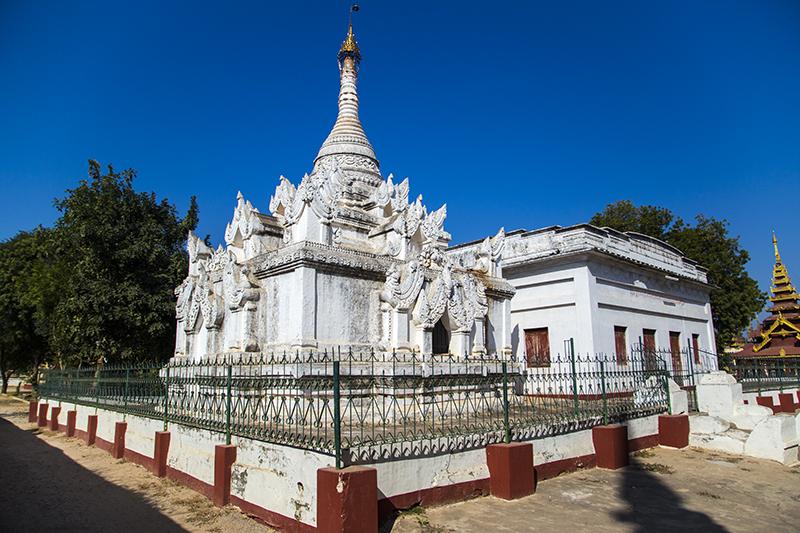 shwezigon-ngoi-chua-dat-vang-dau-tien-va-linh-thieng-nhat-o-myanmar-ivivu-10