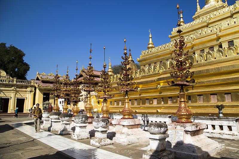 shwezigon-ngoi-chua-dat-vang-dau-tien-va-linh-thieng-nhat-o-myanmar-ivivu-15