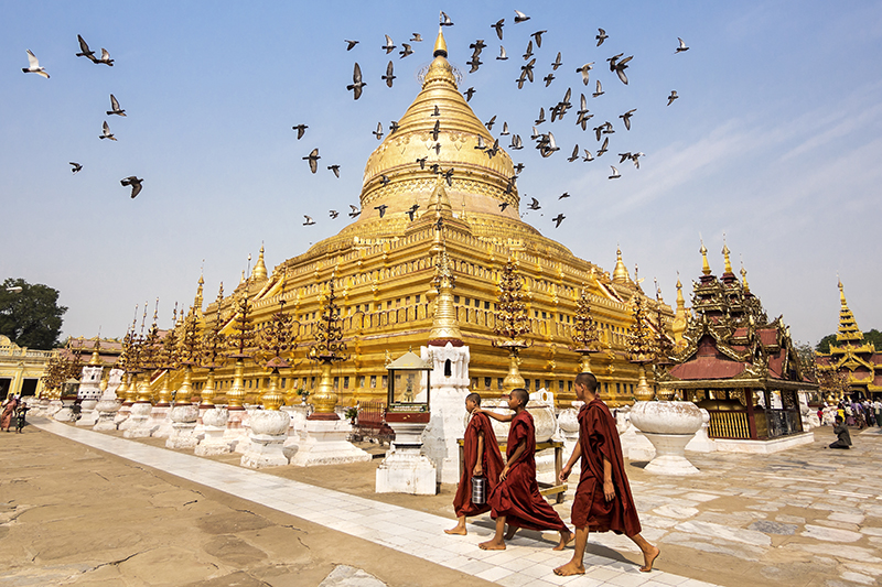shwezigon-ngoi-chua-dat-vang-dau-tien-va-linh-thieng-nhat-o-myanmar-ivivu-6