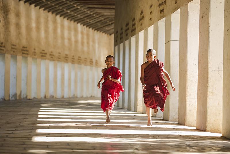 shwezigon-ngoi-chua-dat-vang-dau-tien-va-linh-thieng-nhat-o-myanmar-ivivu-8