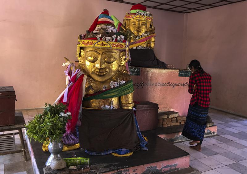 shwezigon-ngoi-chua-dat-vang-dau-tien-va-linh-thieng-nhat-o-myanmar-ivivu-9