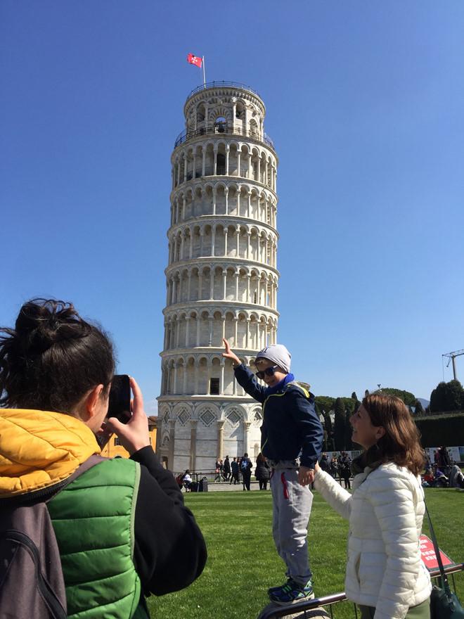 Cận cảnh tháp nghiêng Pisa nổi tiếng của Italy.