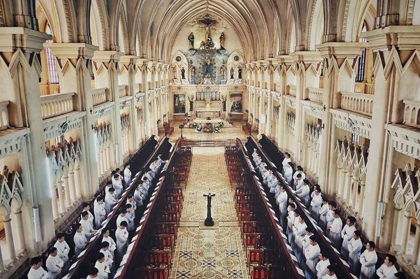 Đỉnh cao nghệ thuật kiến trúc của thánh đường là mái vòm trắng cao 21 m. Ảnh: Hàn Việt Anh