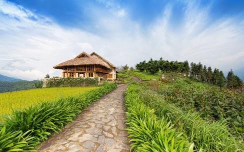 Topas Ecolodge, Sa Pa, Việt Nam  Đây là khu nghỉ dưỡng đầu tiên của Việt Nam được ghi danh trong danh sách này, và là khu nghỉ dưỡng thứ 5 của châu Á được bầu chọn. Nằm cách xa thị trấn du lịch Sa Pa, Topas Ecolodge là nơi lý tưởng cho du khách muốn khám phá văn hóa dân tộc thiểu số và chiêm ngưỡng cảnh quan thiên nhiên hùng vĩ - các giá trị đã giúp Sa Pa trở thành một trong những điểm đến quyến rũ nhất của Việt Nam.