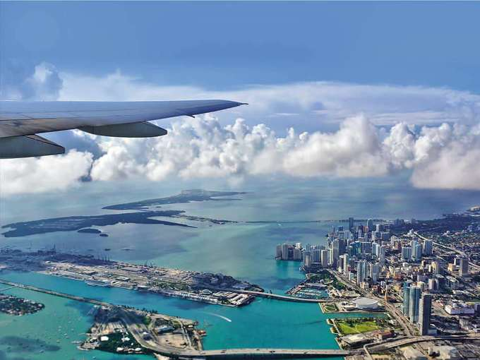 10. Sân bay Miami, Mỹ  Trên đường đáp xuống sân bay Miami, bạn sẽ có dịp được ngắm nhìn Công viên Quốc gia Everglades của Florida từ trên cao.