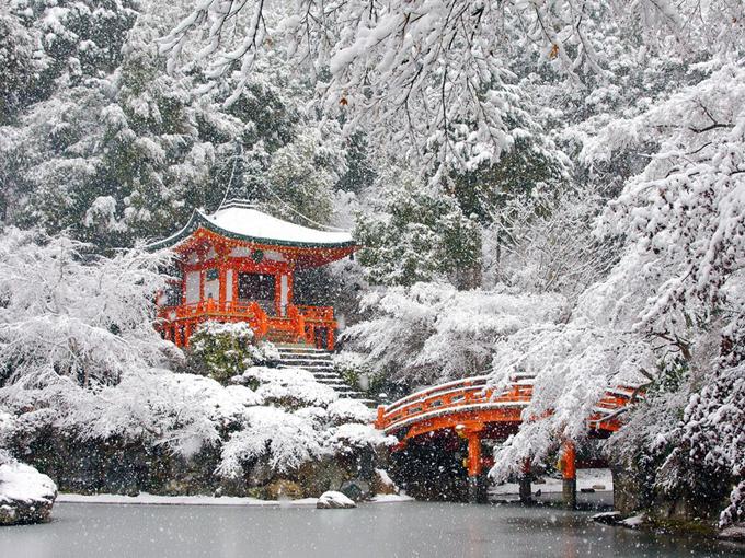 Ngôi đền Daigo-ji Temple ở Kyoto chìm trong tuyết trắng.