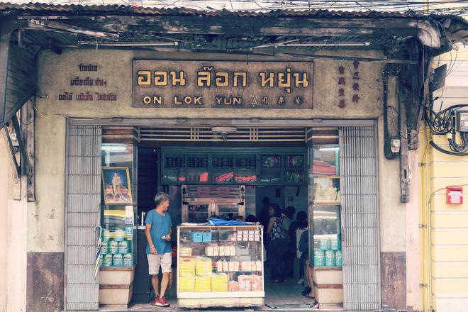 3-quan-an-rat-chat-luong-chi-can-dat-tui-khoang-50-ngan-la-co-bua-ngon-o-bangkok-ivivu-1