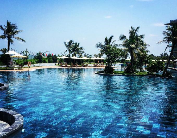 Bể bơi chính cũng là bể bơi nước mặn lớn nhất Việt Nam với diện tích 5.100 m2. Diện tích đáng nể cùng đặc trưng khiến nơi đây trở thành điểm check in khá hot trong 2 mùa hè vừa qua.