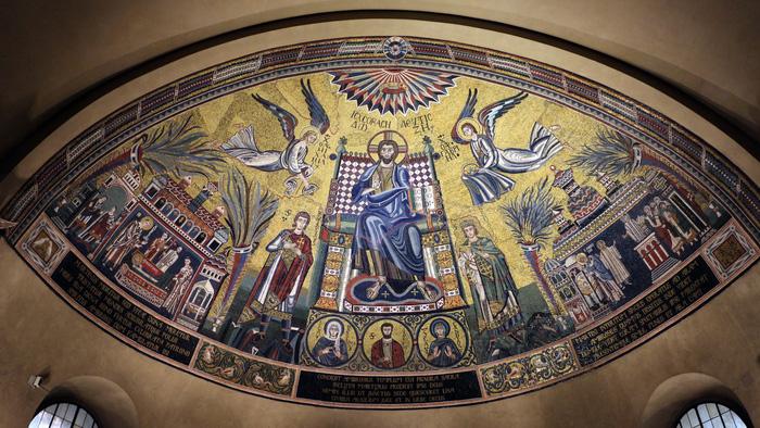 Bức tranh thánh Christ Pantokrator ở Basilica di Sant'Ambrogio. Ảnh: Jessica Norah
