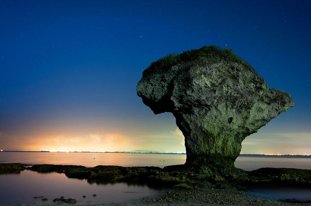 """""""Bình hoa đá"""" là tuyệt tác thiên nhiên của đảo Xiao Liuqiu."""