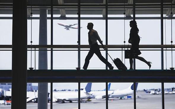 Dù cẩn thận cách mấy, bạn cũng nên bỏ túi một số kinh nghiệm xử lý khi bị lỡ chuyến bay - Ảnh: Daily Express
