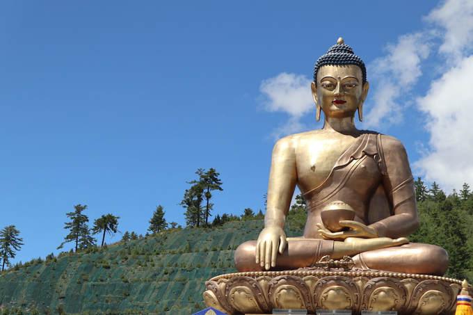 Nơi có một trong các tượng Phật lớn nhất thế giới  Bức tượng Phật này cũng là một điểm du lịch hút khách. Tượng Phật Dordenma là tượng Phật Shakyamuni lớn nhất Bhutan được xây dựng và đặt trên núi ở Thimphu. Tượng cao 51,5 m hoàn thành năm 2015, bức tượng hướng mặt về cửa ngõ phía nam của Thimphu. Tượng được làm bằng đồng và dát vàng bên ngoài. Trong lòng tượng gồm 125.000 tượng Phật nhỏ và một thiền đường.