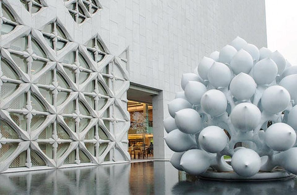 Bảo tàng Nghệ thuật Đương đại: Muốn chiêm ngưỡng khung cảnh nghệ thuật hiện đại của Thái Lan, bạn cần ra khỏi trung tâm thành phố để đến Bảo tàng Nghệ thuật Đương đại ở Bangkok. Không gian 5 tầng thuộc sở hữu của trùm viễn thông Thái Lan, người muốn chia sẻ bộ sưu tập nghệ thuật đương đại khổng lồ của mình với quần chúng. Bảo tàng là nơi tuyệt vời dành cho những người thích tìm hiểu nghệ thuật.