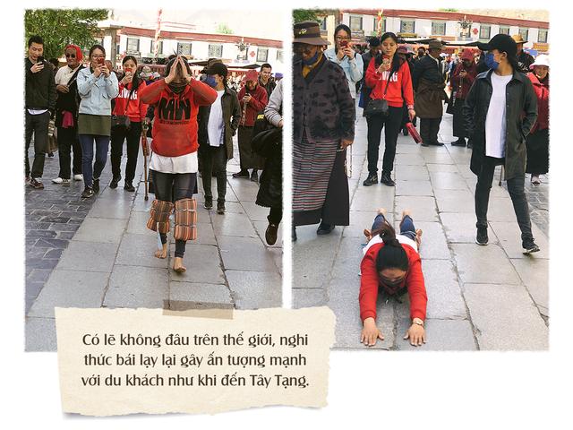 Có lẽ không đâu trên thế giới, nghi thức bái lạy lại gây ấn tượng mạnh với du khách như khi đến Tây Tạng.
