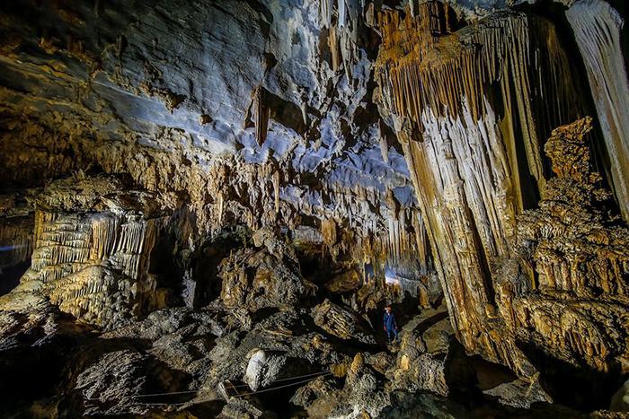 """Bạn cũng có thể nhận ra khu vực xung quanh hệ thống hang động Tú Làn trong bộ phim của Hollywood """"Kong: Skull Island"""", bộ phim với sự tham gia của Tom Hiddleston và Samuel L Jackson được quay ở đó."""