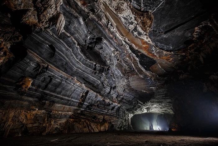 Theo truyền thuyết, hang Tiên là nơi những nàng tiên trên trời hạ phàm ngắm cảnh đẹp quên lối về.
