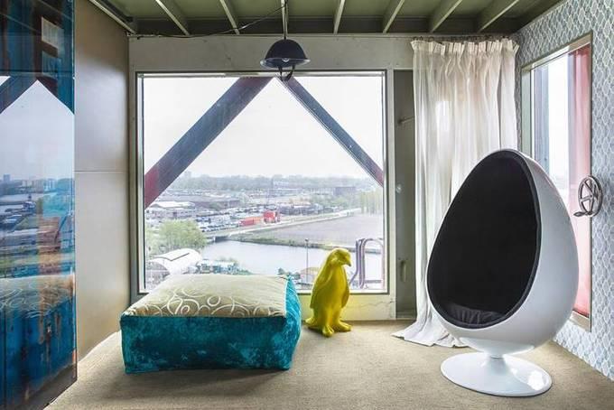 Đại diện khách sạn cho biết, đây là điểm nghỉ dưỡng tuyệt vời cho những nhân vật quan trọng hay hoàng gia. Faralda cung cấp dịch vụ phi cơ và xe đưa đón riêng, đưa khách tới thẳng khách sạn mà không bị phát hiện.  Khách sạn nằm ở trung tâm thủ đô Amsterdam, giúp du khách dễ dàng kết hợp thăm các điểm du lịch khác. Faralda nằm cách quảng trường Dam 7,9 km và di tích lịch sử Nhà của Anne Frank 8,4 km.