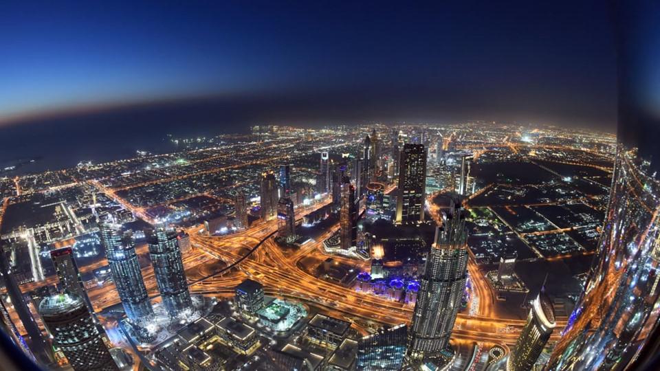 Quang cảnh nhìn từ Burj Khalifa vô cùng ấn tượng, đặc biệt sau khi mặt trời lặn.