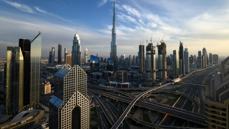 Người truyền linh hồn cho Burj Khalifa là Adrian Smith, một kiến trúc sư người Mỹ. Ông đã thiết kế tòa nhà dựa theo cảm hứng từ loài hoa Spider Lily, thường xuất hiện tại miền nam nước Mỹ, Nam Mỹ và Mexico.