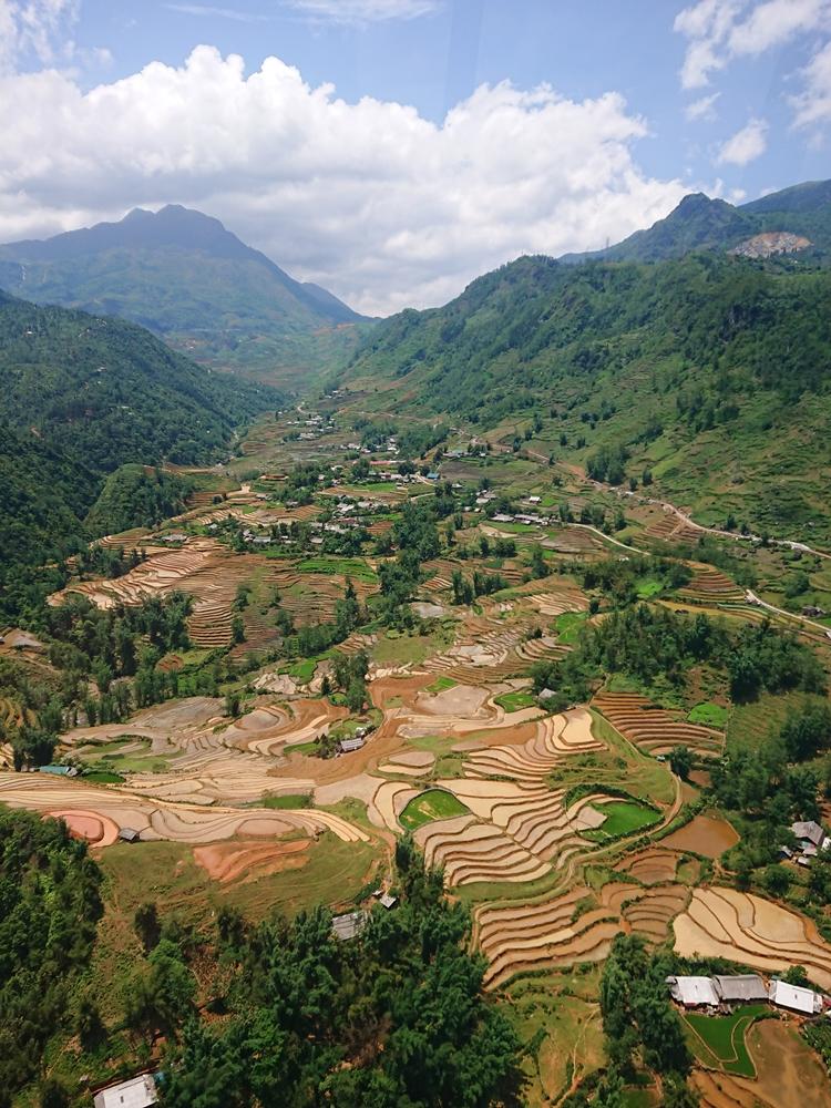 Toàn cảnh thung lũng Mường Hoa nhìn từ cáp treo Fansipan. Ảnh: Tiểu Duy