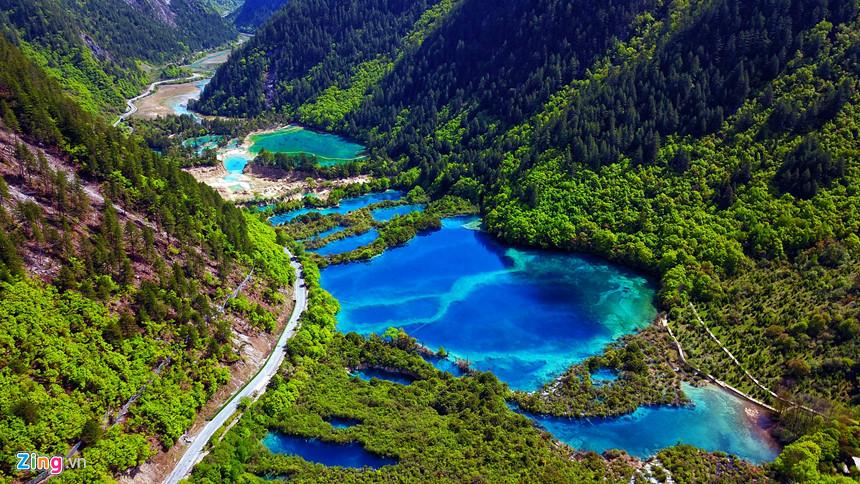 Hồ Thu Chính, một trong những điểm tham quan đầu tiên khi đặt chân đến Cửu Trại Câu.