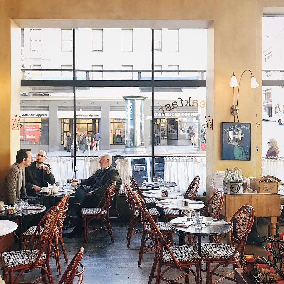 Café de la Presse: Quán cà phê mang phong cách Paris ở San Francisco. Khi tới đây, Đại thưởng thức ly cappuccino nóng và ngắm nhìn mọi người qua những khung cửa kính để tận hưởng sự bình yên của một buổi sáng tại San Francisco.