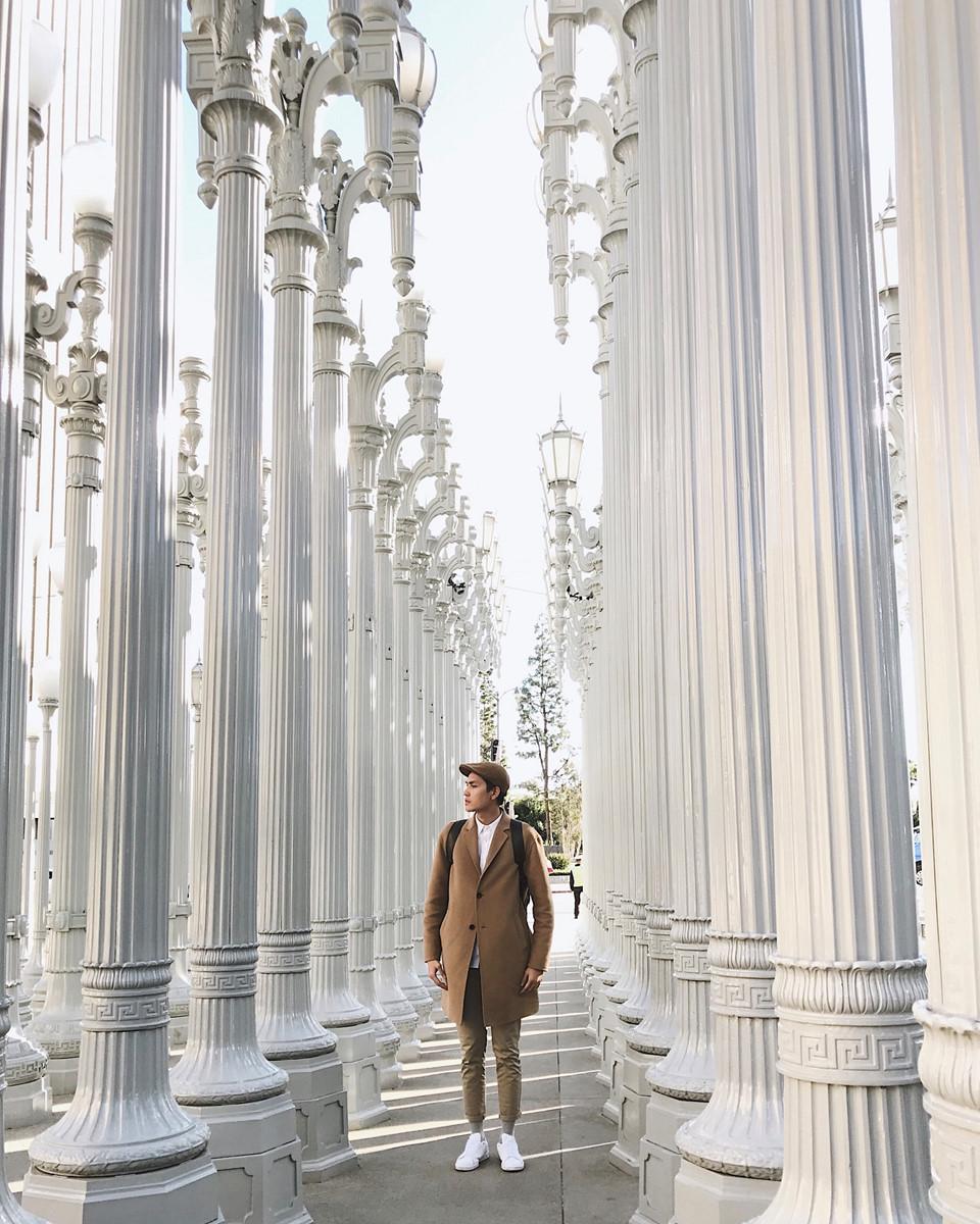 LACMA Los Angeles County Museum of Art: Một trong những kho chứa nghệ thuật cổ xưa và hiện đại toàn diện nhất tọa lạc ở trung tâm khu vực văn hóa của Los Angeles trên Đại lộ Wilshire. Các phòng trưng bày của bảo tàng có hơn 100.000 hiện vật, niên đại từ thời cổ đại cho đến ngày nay. Nếu tới đây vào tối thứ sáu, bạn sẽ được thưởng thức buổi biểu diễn nhạc jazz tại bảo tàng.