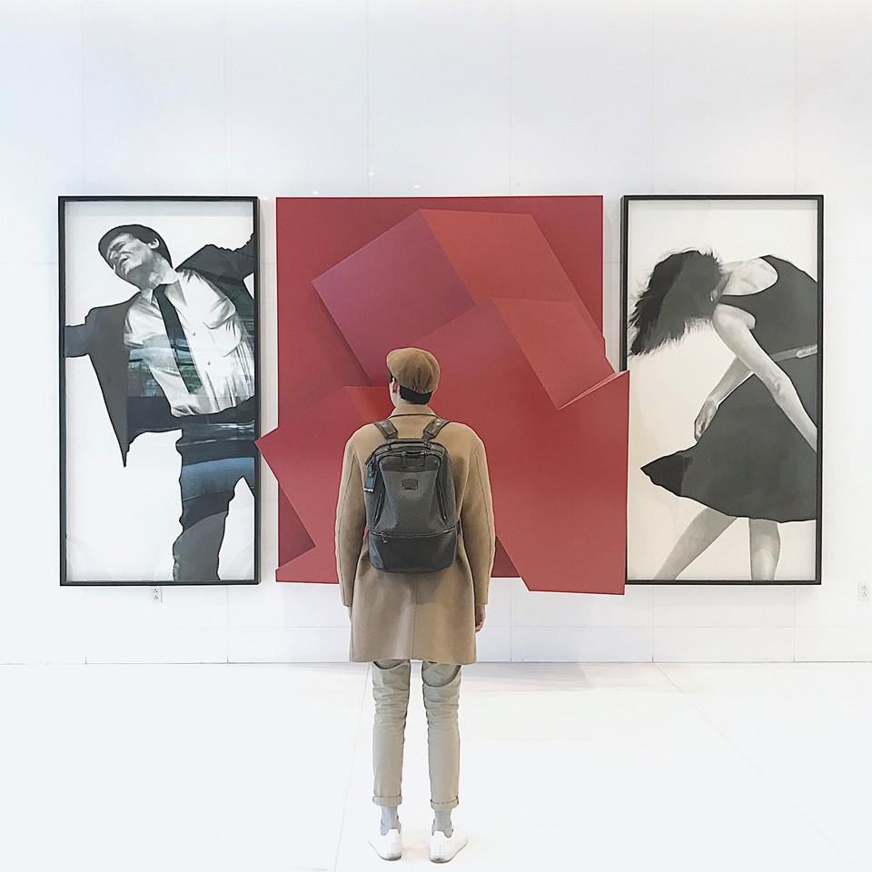 """De Young Museum: """"Đừng bỏ lỡ bảo tàng De Young khi đặt chân đến Mỹ"""" là câu nói tôi được nghe rất nhiều khi bắt đầu chuyến khám phá đất nước xinh đẹp này. Như một chuyến hành trình khám phá lịch sử thế giới, Đại có cơ hội được chiêm ngưỡng qua những tác phẩm của những nghệ sĩ trở thành biểu tượng của Mỹ như John Copley, Frederick Church và Thomas Hovenden. Đặc biệt là bộ sưu tập dệt may lớn nhất Mỹ tại De Young, những sản phẩm cao cấp của Dior và Channel tại đây."""