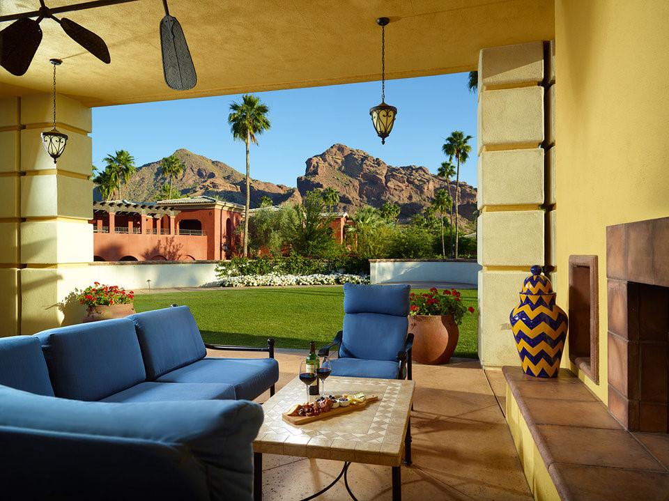 Khu nghỉ dưỡng này có 293 phòng, 3 bể bơi, 5 nhà hàng cùng spa rộng gần 2.900 m2. Onmi có hai phòng tổng thống là Andalusian và Camelback.