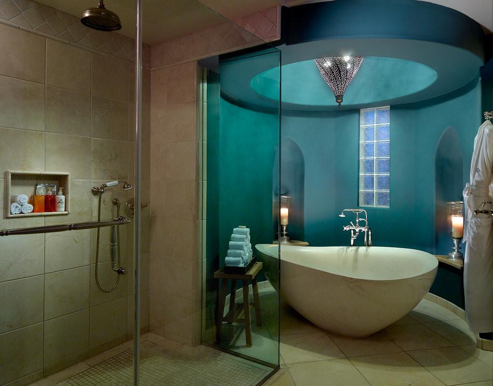 Phòng tắm rộng lớn với thiết bị hiện đại, tiện nghi cung cấp cho khách hàng những giây phút thư giãn tuyệt vời nhất.