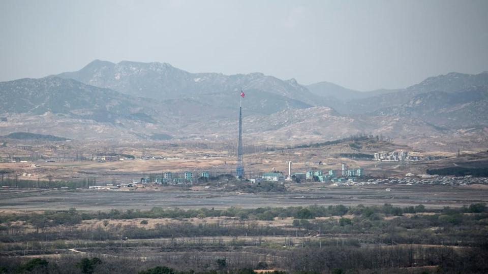 Tuy tình hình hiện tại trên bán đảo Triều Tiên khá lạc quan nhưng một số chuyên gia tin rằng DMZ không sớm biến mất. Theo Cockerell, khu vực này đã tồn tại trong nhiều thập kỷ. Việc loại bỏ DMZ cần rất nhiều thời gian dù đã có đề xuất biến DMZ thành khu bảo tồn thiên nhiên hoặc công viên hòa bình.