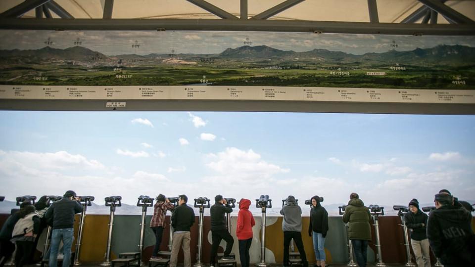 Hầu hết du khách lần đầu đến đây đều chọn cung đường thăm DMZ và JSA qua thủ đô Seoul, Hàn Quốc. Hành trình này thường đưa họ đến các đường hầm chưa được hoàn thành, Cầu Tự do, Công viên Hòa bình Nuri, Đài quan sát Dora và Đài quan sát núi Odu.