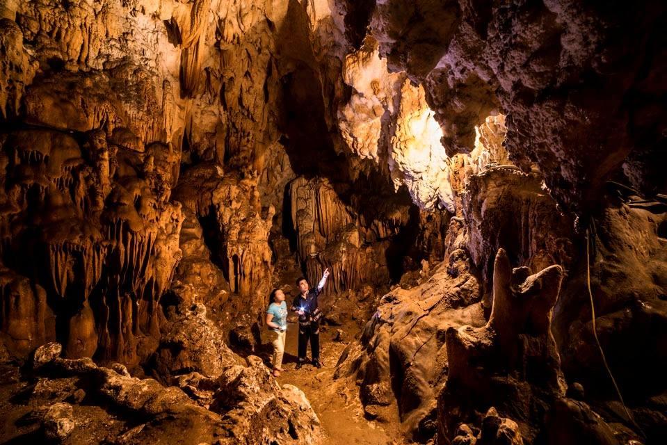 Khám phá hang Mỏ Luông