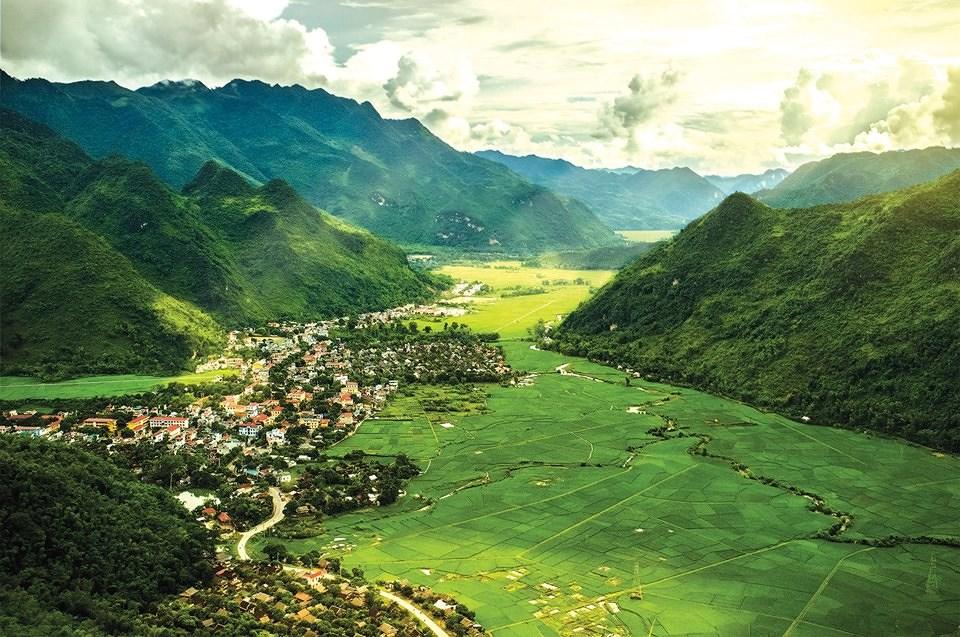 Thung lũng Mai Châu đẹp như một bức tranh. Ảnh: Quân Đội Nhân Dân