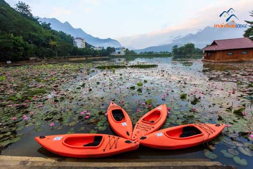 Kayak trên hồ Mỏ Luông