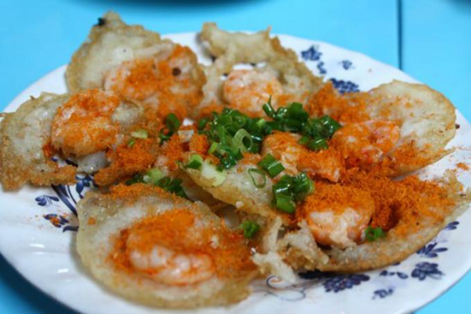 Đĩa bánh khọt Vũng Tàu trông rất bắt mắt cùng hương vị thơm ngon, đậm đà. Ảnh: Huấn Phan.