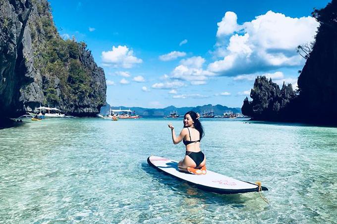 """Huyền Thu chia sẻ: """"El Nido thuộc tỉnh Palawan, Philippines. Đây là một nơi rất nên đi với những bạn nào thích bơi lội, thích vận động. Cảnh báo trước là tour này khá mệt vì di chuyển vất vả, nên bạn nào thích du lịch kiểu 'bánh bèo, nghỉ dưỡng thì không thật sự phù hợp đâu""""."""