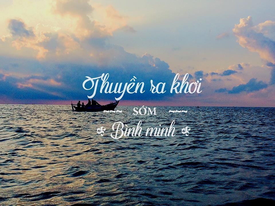 Khác với nhiều vịnh tại Việt Nam, Vĩnh Hy còn hoang sơ, chưa có dấu vết của thương mại du lịch. Vì thế, ban ngày hay buổi tối, quang cảnh tại vịnh đều khá yên bình.