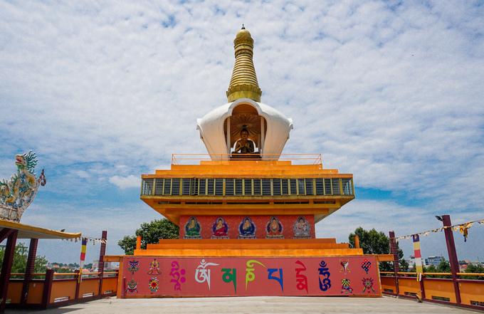 Điểm nhấn của công trình mới là bảo tháp Mandala cao khoảng 15 m, kiến trúc thường thấy trong những ngôi chùa xứ Tây Tạng.