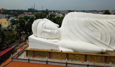 ngoi-chua-gan-300-tuoi-co-tuong-phat-nam-dai-nhat-viet-nam-ivivu-2