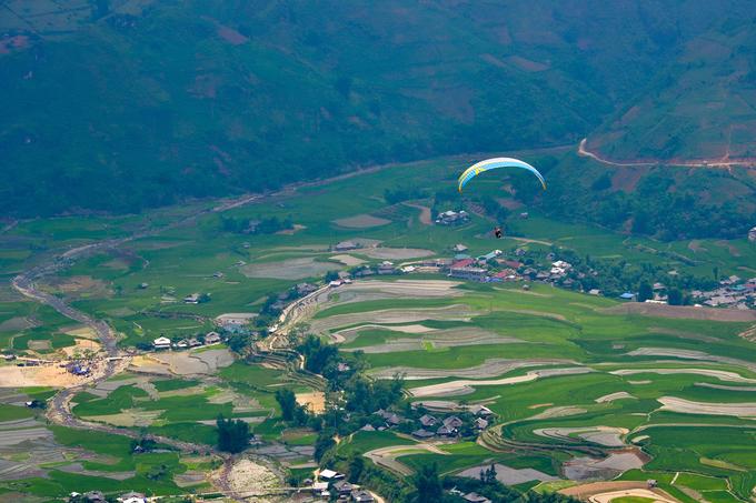 """Khau Phạ có nghĩa là """"sừng trời"""", bởi đỉnh đèo quanh năm được mây mù bao phủ, cứ thế nhấp nhô trên biển mây bồng bềnh như sóng."""