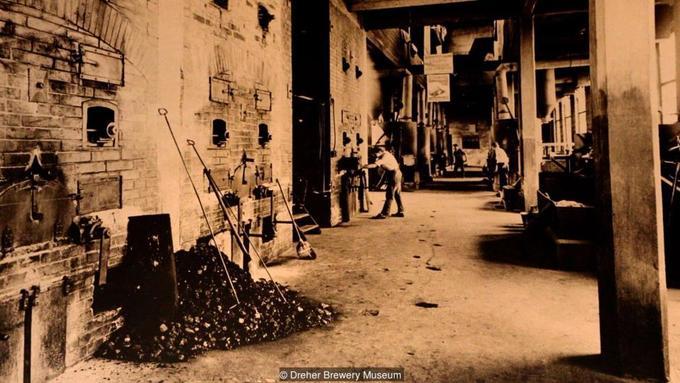 Theo Bolgar, lần cuối cùng đá vôi còn được khai thác ở Budapest là vào cuối năm 1890. Khi đó, các thợ nấu rượu và bia đã sử dụng một số nơi ở mỏ để chưng cất và lên men nguyên liệu. Các hầm hiện được dùng làm nơi lặn cũng từng được những thợ nấu rượu đào sâu thêm để tạo giếng lấy nước sạch. Ngày nay, phần mỏ không bị ngập nước được mở cửa tự do cho khách tham quan vài lần một năm, đôi khi còn là chỗ tổ chức các cuộc thi chạy, đua xe.