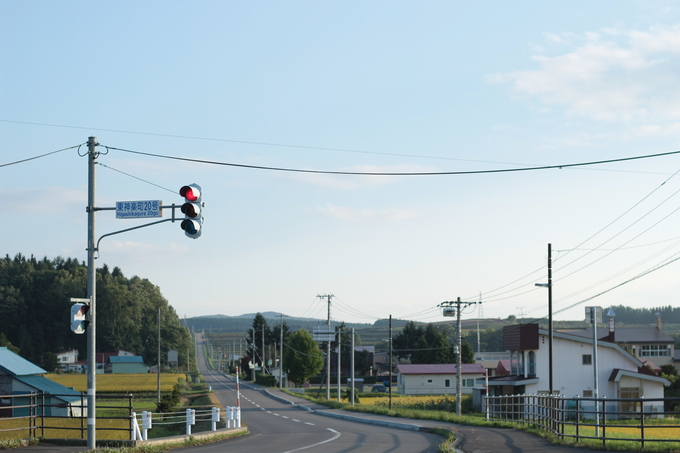 Higashikawa ở Hokkaido, Nhật Bản là điểm đến khá mới mẻ với du khách quốc tế. Dù vậy, với bất kỳ ai từng có dịp ghé thăm trấn nhỏ này, đặc biệt là vào mùa hè đều sẽ yêu mến nó bởi sự thanh bình, vắng vẻ trái ngược với những Tokyo, Osaka... đông đúc, xô bồ.