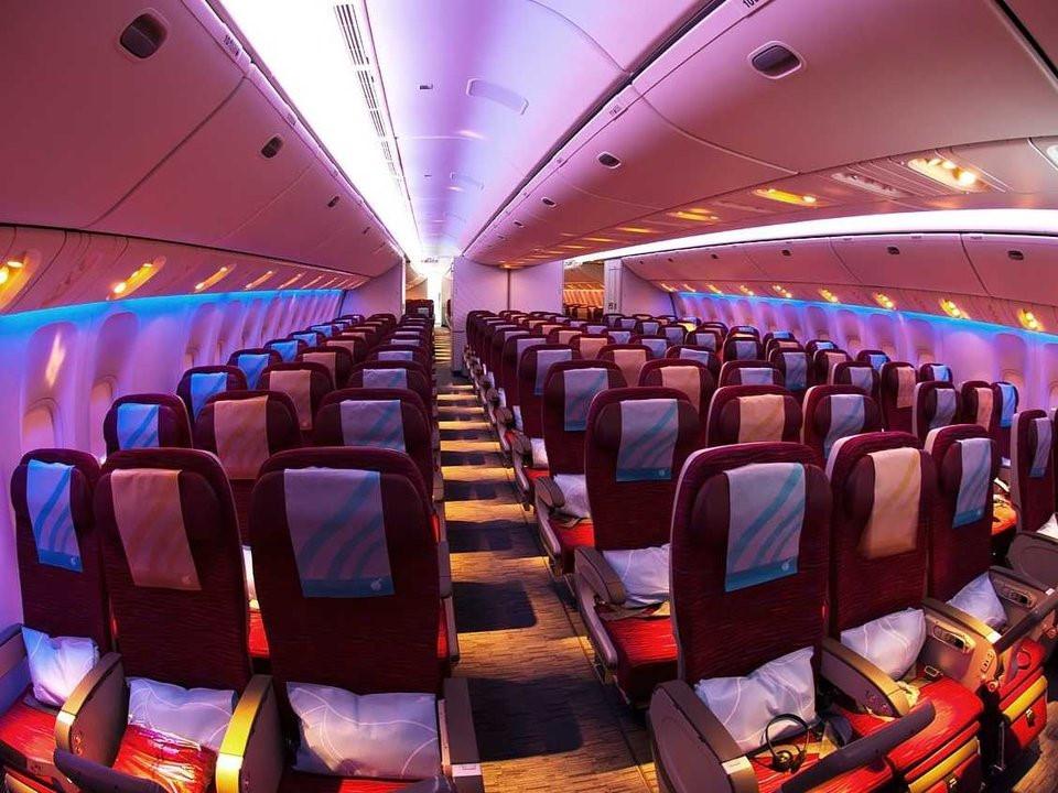 Khoang phổ thông cũng nhận được phản hồi tốt từ khách hàng với ghế ngồi rộng, cao, hành khách có thể ngồi, dựa đầu thoải mái vào ghế.