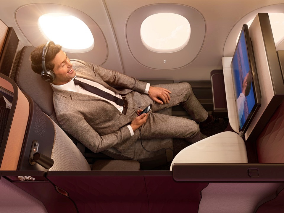 Với mỗi chuyến bay, Qatar Airways cung cấp khoảng 4.000 kênh ca nhạc, phim ảnh, chương trình truyền hình nhằm phục vụ nhu cầu giải trí của hành khách.