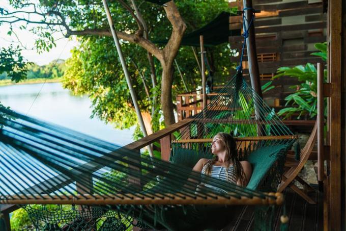 Jicaro Island, hồ Nicaragua, Nicaragua  Những căn nhà gỗ của khu nghỉ dưỡng này nằm ven bờ hồ Nicaragua hay Cocibolca, cũng là hồ nước ngọt lớn nhất Trung Mỹ. Du khách nghỉ ở Jicaro Island được trải nghiệm đi thuyền trên hồ, chèo kayak, khám phá đời sống địa phương, hay nằm võng ngắm núi lửa Mombacho hoặc cảnh hồ nước xanh mê hoặc.