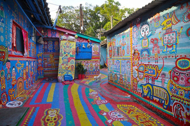 Làng bích họa Rainbow không chỉ có ý nghĩa nghệ thuật mà còn ẩn chứa ẩn ý chính trị - xã hội.