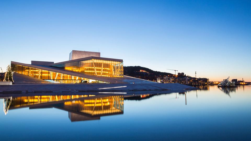 Oslo không còn là một thành phố vô danh nằm giữa Stockholm và Copenhagen. Bờ sông ở Oslo đã được hồi sinh với kiến trúc hiện đại thổi hồn một cuộc sống mới vào thành phố, khiến nó trở nên vô cùng hấp dẫn.