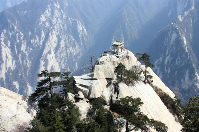 Núi Hoa Sơn. Ảnh: CNN Travel